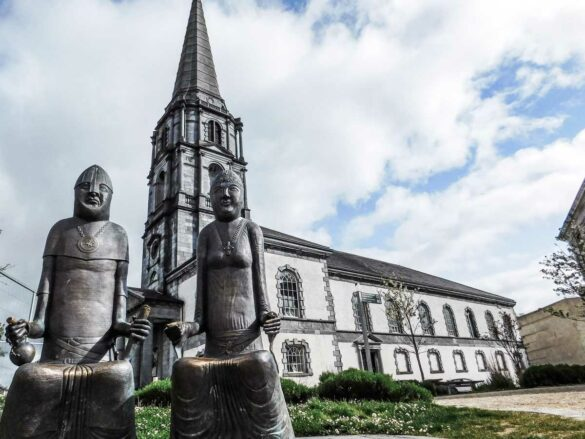 Statue of Strongbow and Princess Aoife in Waterford